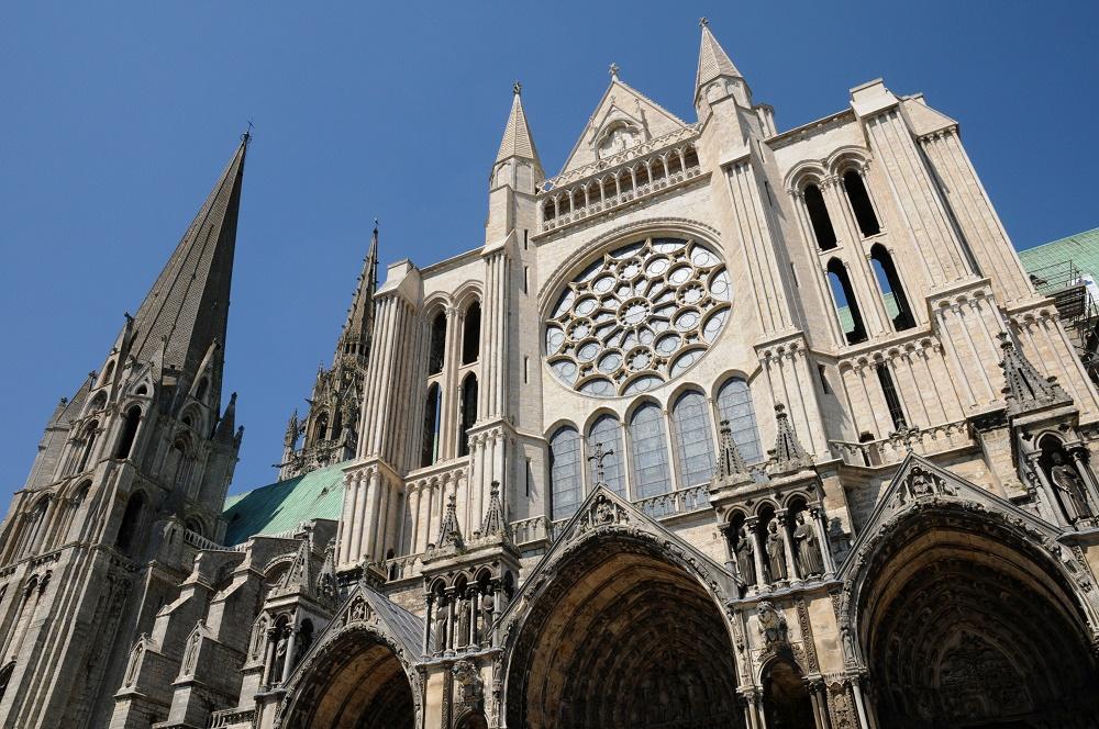 Chartresoutside